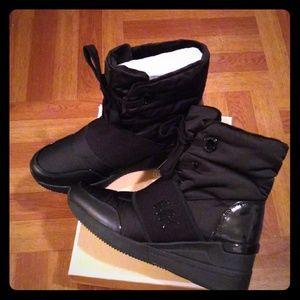 Brand New with box Michael Kors Shay Boot Black